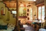Інтер'єр саманого будинку. Фото з сайту hatabobriv.org.ua