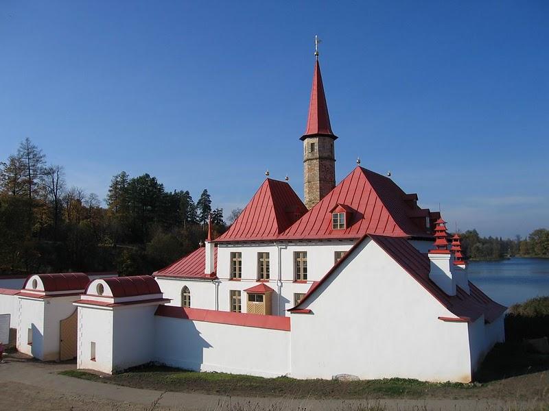 Пріоратський палац у Гатчині. Фото з сайту hatabobriv.org.ua
