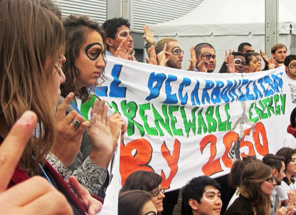 Активісти мовою жестів показують, 1,5 °C